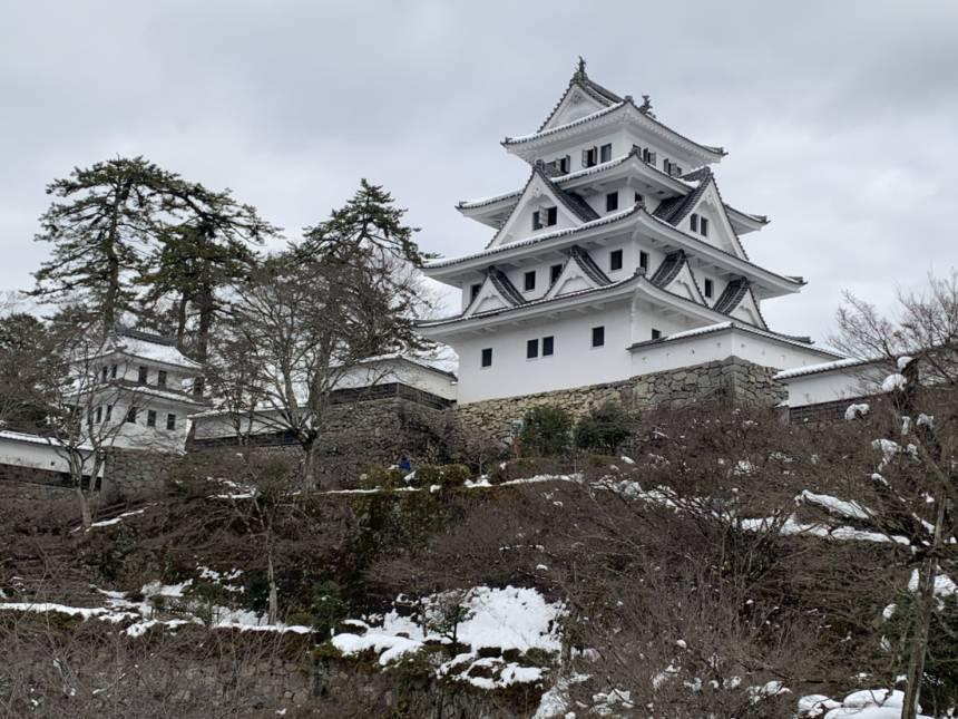 お城の全景